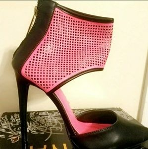 Shoes - Brand new pink and black